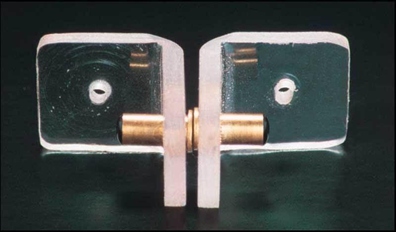contacteur magnetique de porte pour alarme linnepe. Black Bedroom Furniture Sets. Home Design Ideas