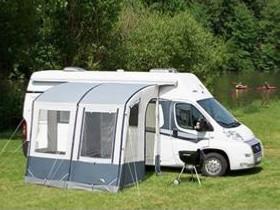 auvent camping car ind pendant auvent pour fourgon. Black Bedroom Furniture Sets. Home Design Ideas